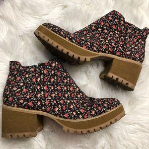 YRU Wolf Floral Platform Boots